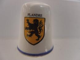 DE A COUDRE EN FAIENCE - ARMOIRIES BLASON - FLANDRE - Autres Collections