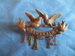 Bijou Fantaisie Ancien/Petit Insigne Souvenir/Couple Moineaux/ Lettres ITALIE En Pendentif(manque L)/Vers 1920-30 BIJ111 - Bijoux & Horlogerie