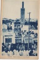 CPA MAROC TANGER  Femmes Arabes Et La Grande Mosquée (très Animée) - Tanger