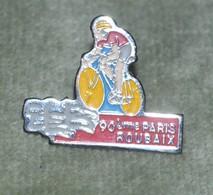 Rare Grand  Pin's Cyclisme Paris Roubaix 90 Ans - Ciclismo