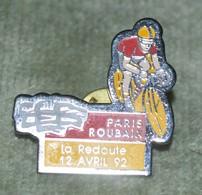 Rare Grand  Pin's Cyclisme Paris Roubaix La Redoute 12 Avril 1992 - Ciclismo
