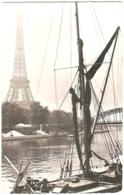 75 - Paris - Voilier à L'ancre Sur La Seine - éd. Estel / Publicité Globiron - Labo Roger Bellon (1959) - [Tour Eiffel] - The River Seine And Its Banks
