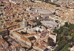 13----ARLES--la Place De La République, Saint-trophime Le Théatre Antique Et Les Arènes ( Vue Aérienne )--voir 2 Scans - Arles