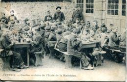 N°72507 -cpa Evreux -cantine Scolaire De L'école De La Madeleine- - Evreux