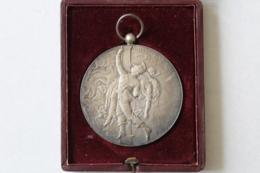 Medaille Pompier  Manoeuvre De Pompes à Incendie  St Just Des Marais OISE 1910 - Firemen