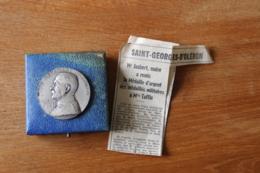 Medaille    Marechal FOCH  Argent  Attribuée à Un Veteran Guerre 1914 1918 - Monarchia / Nobiltà
