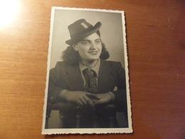 Foto  RAGAZZA Con CAPPELLO E CRAVATTA 1941 - Persone Anonimi
