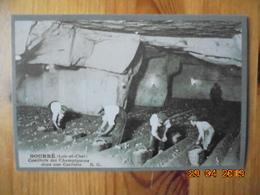 Cueillette Des Champignons Dans Une Carriere. REPRODUCTION Par La Cave Des Roches, 41400 Bourre - France