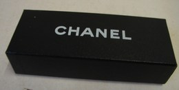 Lot. 1069. Lunette Chanel Dans Sa Boîte Et Son étui. - Brillen