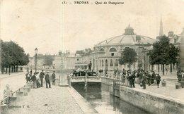 TROYES(BATEAU PENICHE) CIRQUE - Houseboats