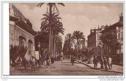 """Cpa    ( Dep 83 )  à   HYERES    """"  L'avenue Des Palmiers - France"""