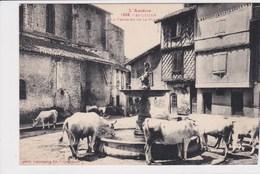 09 SAINT LIZIER  La Fontaine De La Place ,vaches Buvant Dans La Fontaine - France