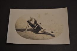 Carte Postale 1910  Femme Sur La Plage Carte Photo Souvenir De Royan - Scherenschnitt - Silhouette
