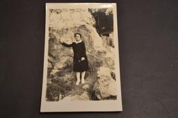 Carte Postale 1910  Photo Femme Contre Une Falaise - Silhouettes
