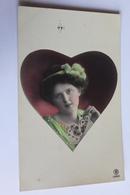 Portrait De Femme Dans Un Coeur Comme Dans Les Jeux De Cartes - Femmes