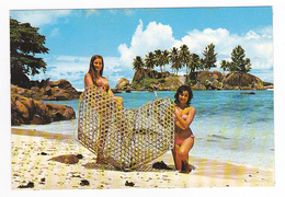 Seychelles N°16 Casier Trappe à Poissons Tenue Par 2 Belles Jeunes Femmes En Maillot De Bain Photo Eden LTD Box 326 Mahe - Seychelles