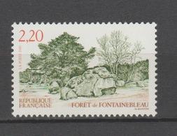 FRANCE / 1989 / Y&T N° 2586 ** : Forêt De Fontainebleau - Gomme D'origine Intacte - France