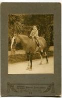 NIÑO MONTADO A CABALLO, CHILD MOUNTED ON HORSE, ENFANT MONTÉ SUR UN CHEVAL. FOTO ANTIGUA, OLD PHOTO, CIRCA 1880 - LILHU - Fotos
