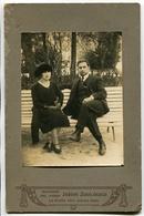 PAREJA SENTADOS EN EL UN BANCO DEL JARDIN ZOOLOGICO, LA PLATA, ARGENTINA. FOTO ANTIGUA, OLD PHOTO, CIRCA 1880 - LILHU - Fotos