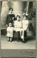 RETRATO DE HERMANAS Y HERMANO, PORTRAIT DES SOEURS ET FRERE, SISTERS AND BROTHER FOTO ANTIGUA OLD PHOTO CIRCA 1880 LILHU - Fotos