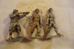 Lot De Trois Soldats En Quiralu - En état Moyen - - Militaires