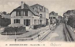BERNIERES SUR MER - Rue De La Mer - France