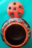 Vase Pique Fleurs Avec Couvercle, Porcelaine De VALLAURIS - Vallauris (FRA)