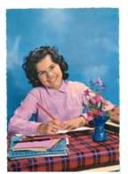 Jeune Femme Assise Qui Ecrit - 6775 - Femmes
