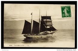 CPA N°2050 TROIS MATS EN MER LL 1912 - Bateaux