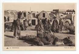 - CPA MEDENINE (Tunisie) - Place Du Cafard (belle Animation) - Editions CAP N° 14 - - Tunisie