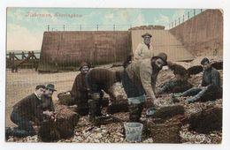 U.K ---SHERINGHAM  ---Fishermen --Pêcheurs  (très Animée )  ....carte Couleur ....  à Saisir - Angleterre
