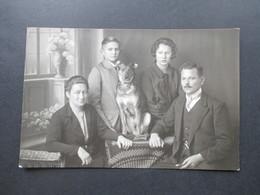 Echtfoto AK 1928 Sudeten / Heute Tschechien Familie Mit Hund Photograph Georg Treimer Kriescht N.-M. - Sudeten