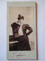 Photographie Ancienne Petite CDV Type Portrait-Bijou   ( 4x8 ) - Femme - Mode -  Photo Ch. COLI ,   NICE - TBE - Foto