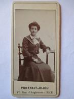 Photographie Ancienne Petite CDV Type Portrait-Bijou   ( 4x8 ) - Femme - Mode -  Photo Ch. COLI ,   NICE - TBE - Alte (vor 1900)