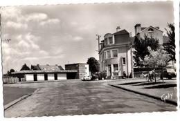 Montfort Sur Meu- Place De La Gare - Autres Communes
