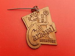 Broche Insigne -  Carnaval De Mulhouse 1957 - Carnival