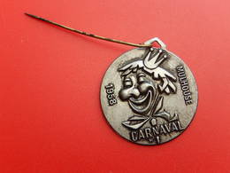 Broche Insigne -  Carnaval De Mulhouse 1958 - Carnival