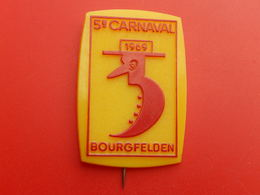 Broche Insigne -  Carnaval De  Saint Louis  Bourgfelden  - Haut Rhin 68 - 1969 - Carnaval