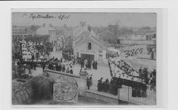 GOUVIEUX CAVALCADE 1906 PLACE MONUMENT AUX MORTS Actuel - Gouvieux