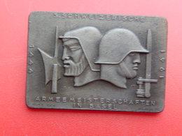 Broche SUISSE MEDAILLE  1941/1944 - HUGUENIN LOCLE  - ARMEE MEISTERSCHAFTEN IN BASEL - Non Classés