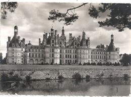 CPM. CHATEAU DE CHAMBORD . FACADE PRINCIPALE . AFFR AU VERSO LE 15-7-1953 . 2 SCANES - Chambord