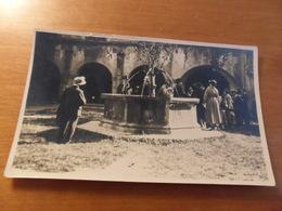 Foto  CORTILE CASTELLO D'ISSOGNE 1922 - Persone Anonimi