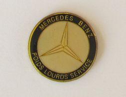 1 Pin's MERCEDES BENZ - POIDS LOURDS SERVICES - Mercedes