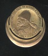 Insigne Amicale Des Poilus D'Orient - Tout Ancien Combattant Doit Aide Et Secours à Son Camarade Poilu D'Orient - France