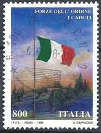 Italia, 1998 I Caduti Delle Forze Dell' Ordine, 800L Policromo # Sassone 2352 - Michel 2572 - Scott 2216  USATO - 6. 1946-.. Republik
