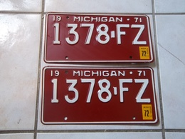 JOLIE PAIRE PLAQUES IMMATRICULATION AMERICAINES USA MICHIGAN 1971 TRES BON ETAT USA LICENSE PLATE !!! - Plaques D'immatriculation