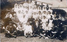 Cpa Carte Photo, Infirmières Et Personnel Croix Rouge ( Brassards ) - Croix-Rouge