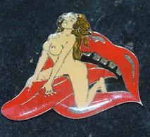 Rare Pin's Pin-up Sur Langue - Pin-ups