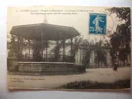 Carte Postale Corbie (80) Place De La République -  Le Kiosque Et L'Hotel De Ville (Petit Format Oblitérée Timbre 25 C ) - Corbie