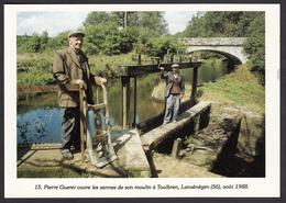 56 - LANVENEGEN - Pierre Guerer Ouvre Les Vannes De Son Moulin à Toulbren - 1988 - Otros Municipios